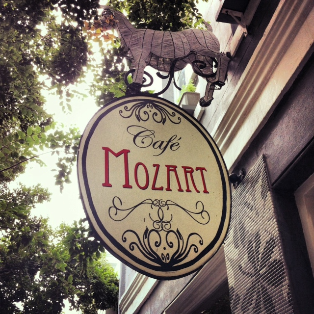 Cafe mozart sign