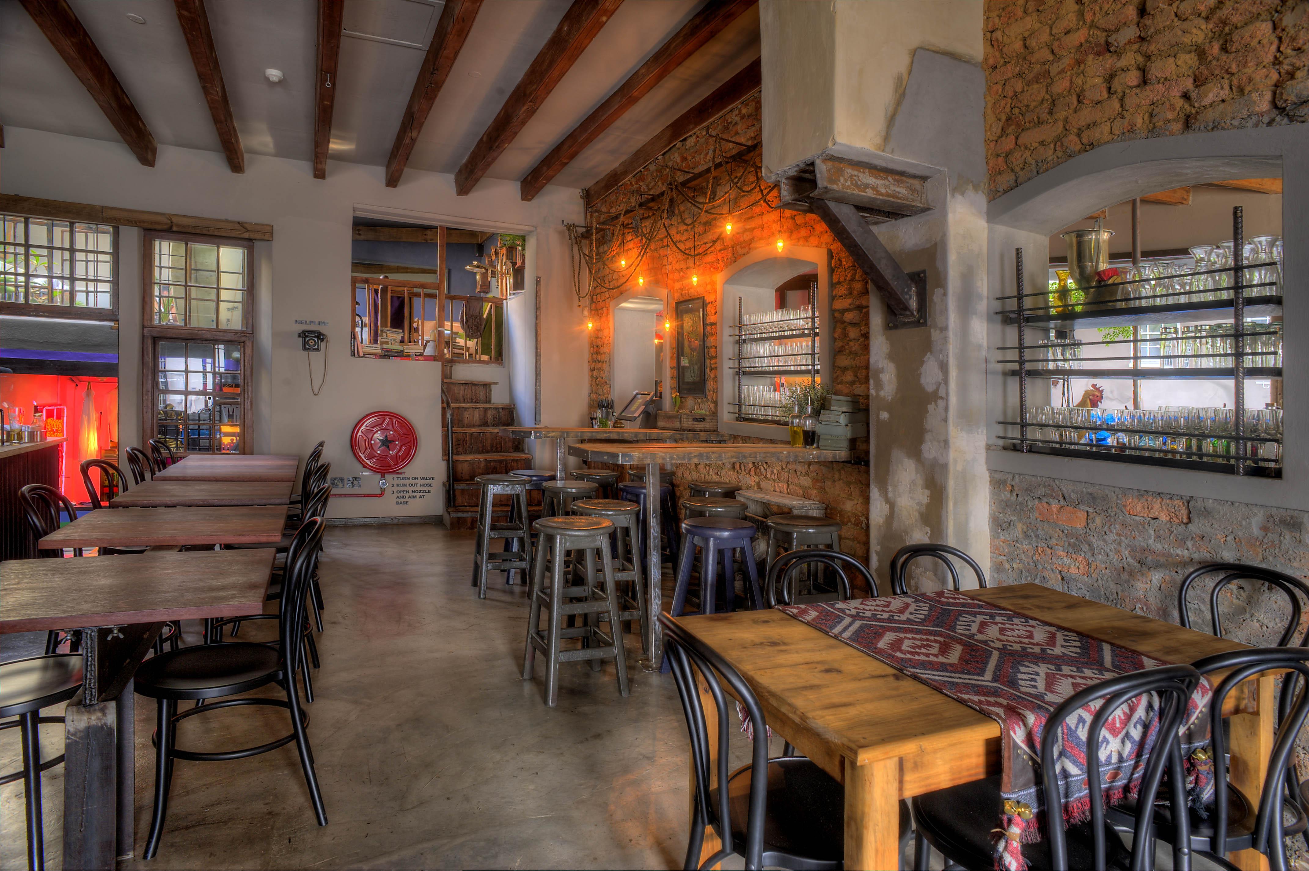cafe manhattan inside view