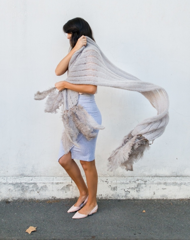 Grey_Ladder-Lace_Shawl_feathers_11