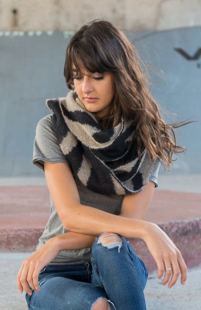 miss_Knitwear_Zebra_Reversible_Scarf_8